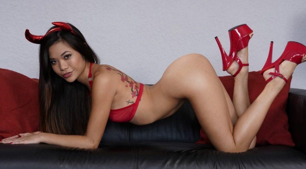 Азиатская проститутка - чертенок